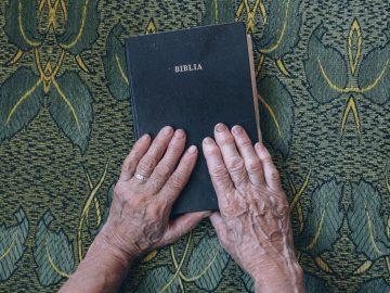 bible-1866564_1920